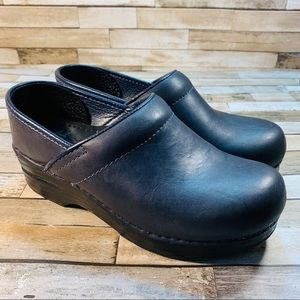 DANSKO || Black Leather Supportive Work Shoes